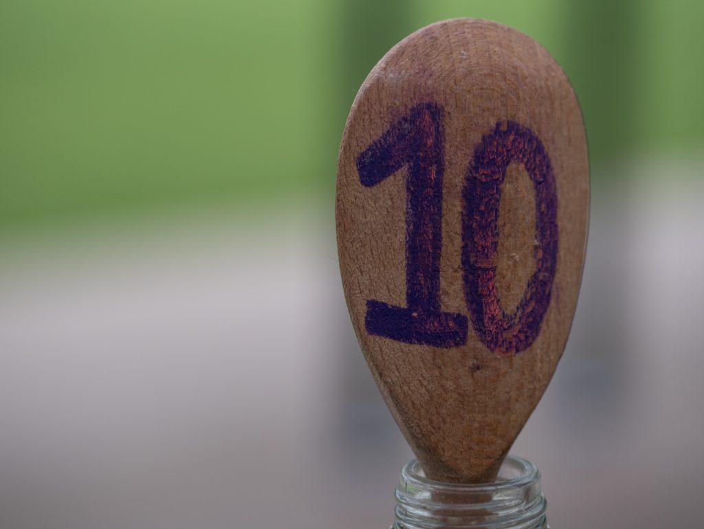 10と書かれたスプーン