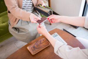 レジでカードで支払い
