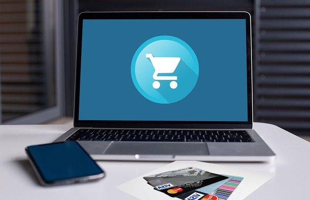 ショッピングカートが映るパソコンとスマホ