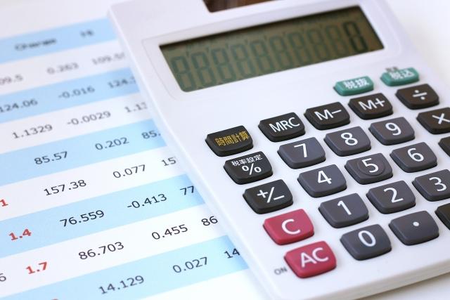 電卓と表の数値