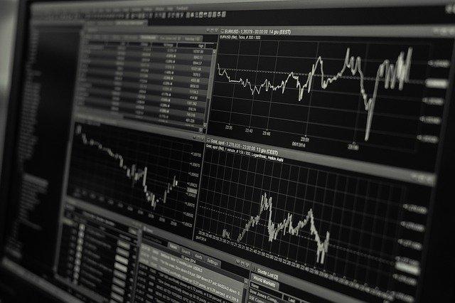 パソコン画面上の株価チャート