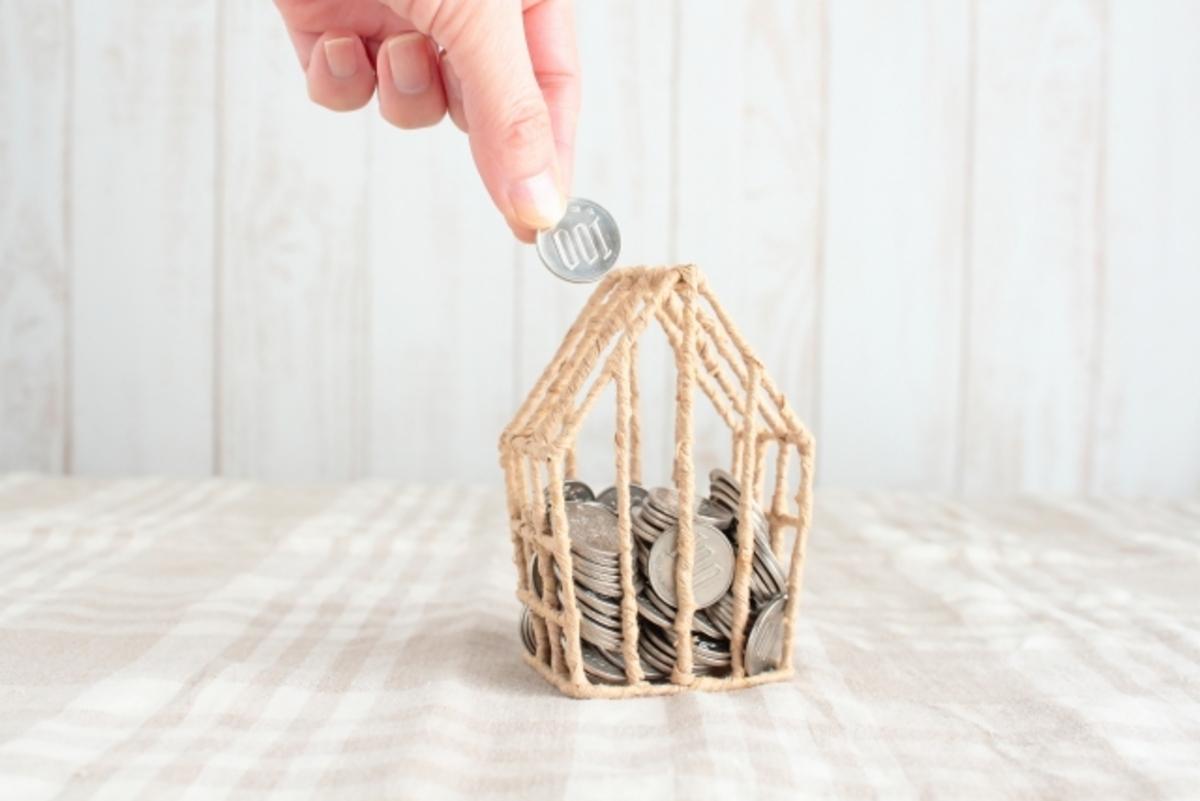 家の形の貯金箱