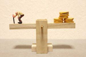 おじいさんとお金の天秤