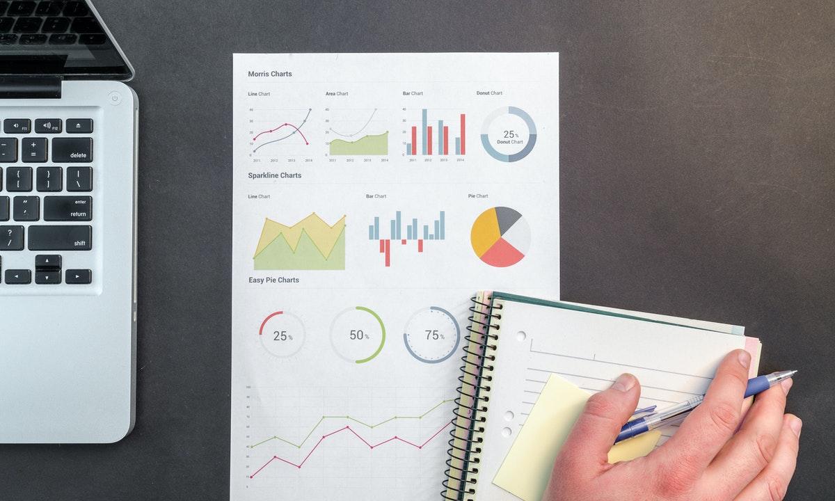 株の計算をしているイメージ