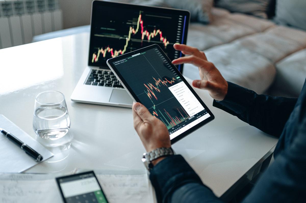 株取引をしているイメージ